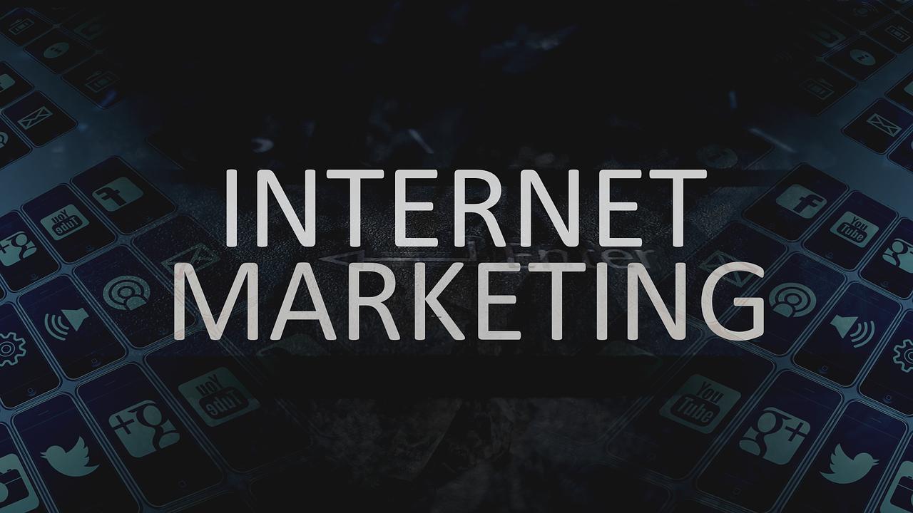 La scelta da fare è fra un'agenzia di comunicazione e marketing e un consulente web marketing freelance